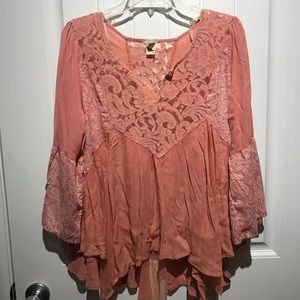 Gimmicks flowy top